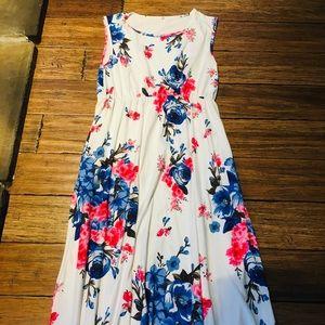 Dresses & Skirts - Maxi Dress - Pretty Floral Design